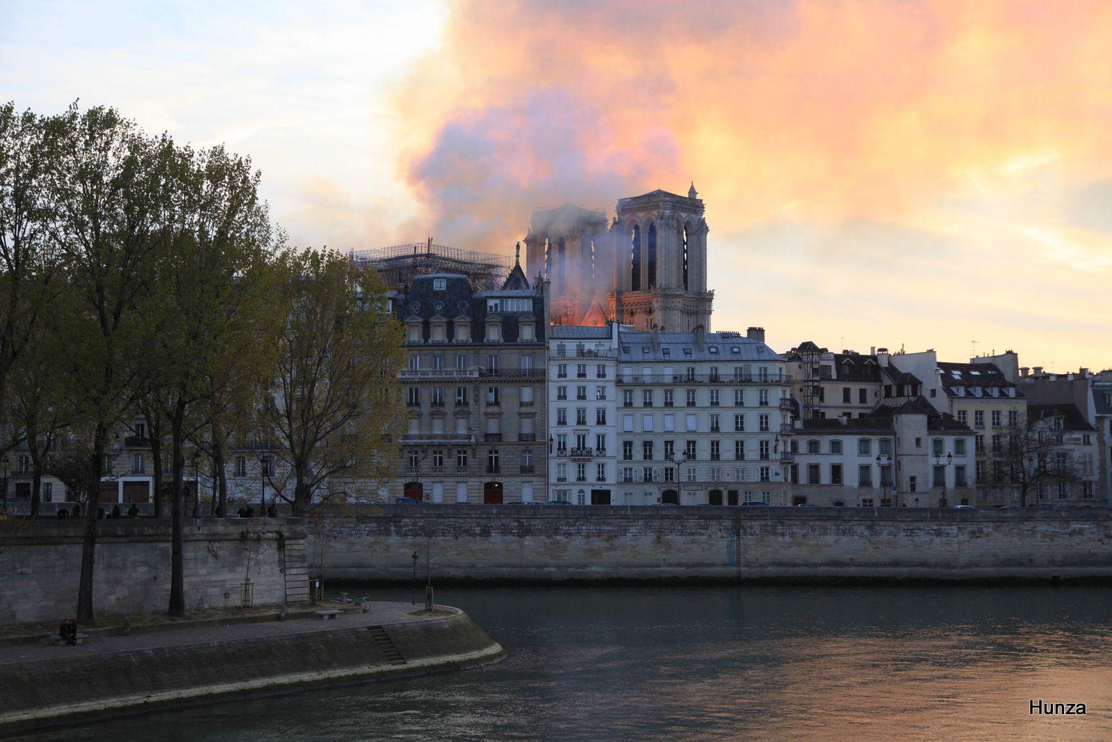 Vue prise près du pont Louis Philippe