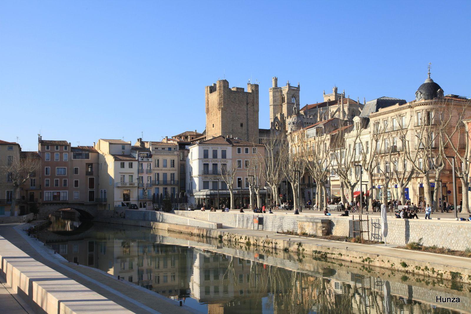 De gauche à droite, le pont des Marchands, le donjon et les tours de la cathédrale