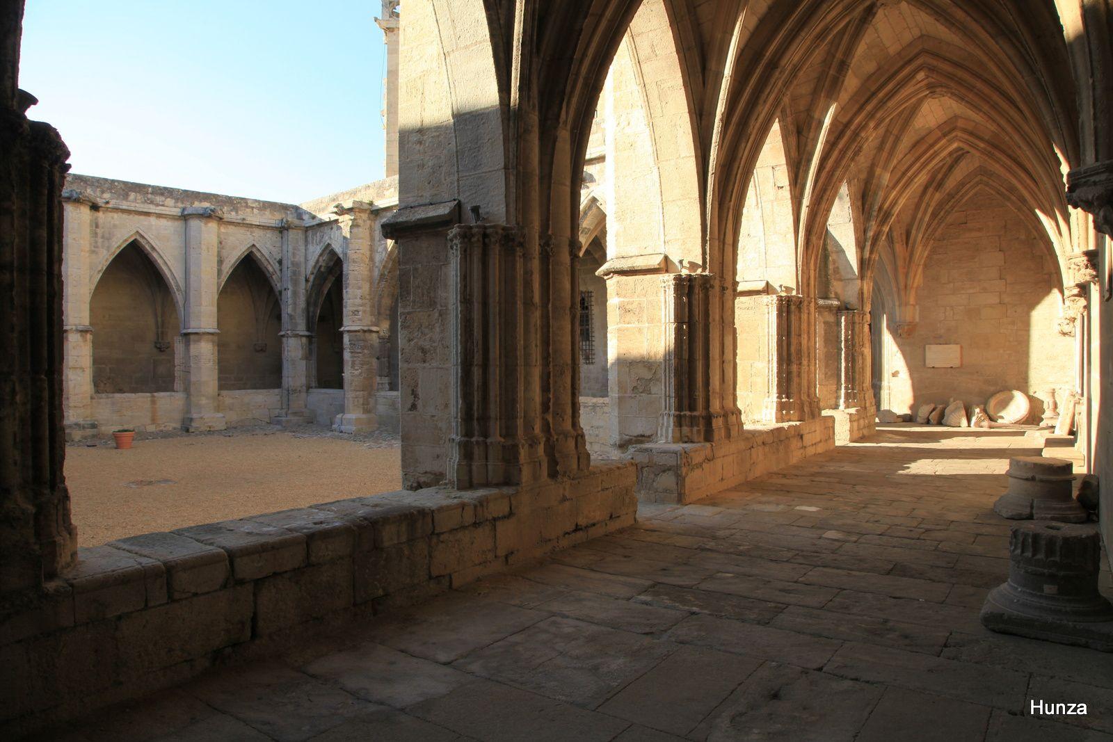 Cloître de la cathédrale de Béziers