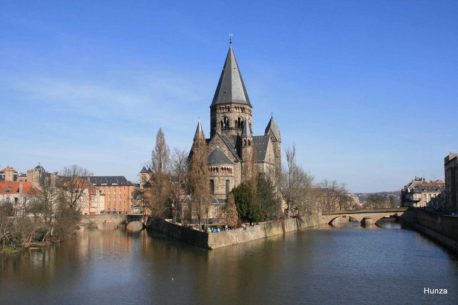 Metz : le temple neuf vu depuis le Moyen Pont sur la Moselle