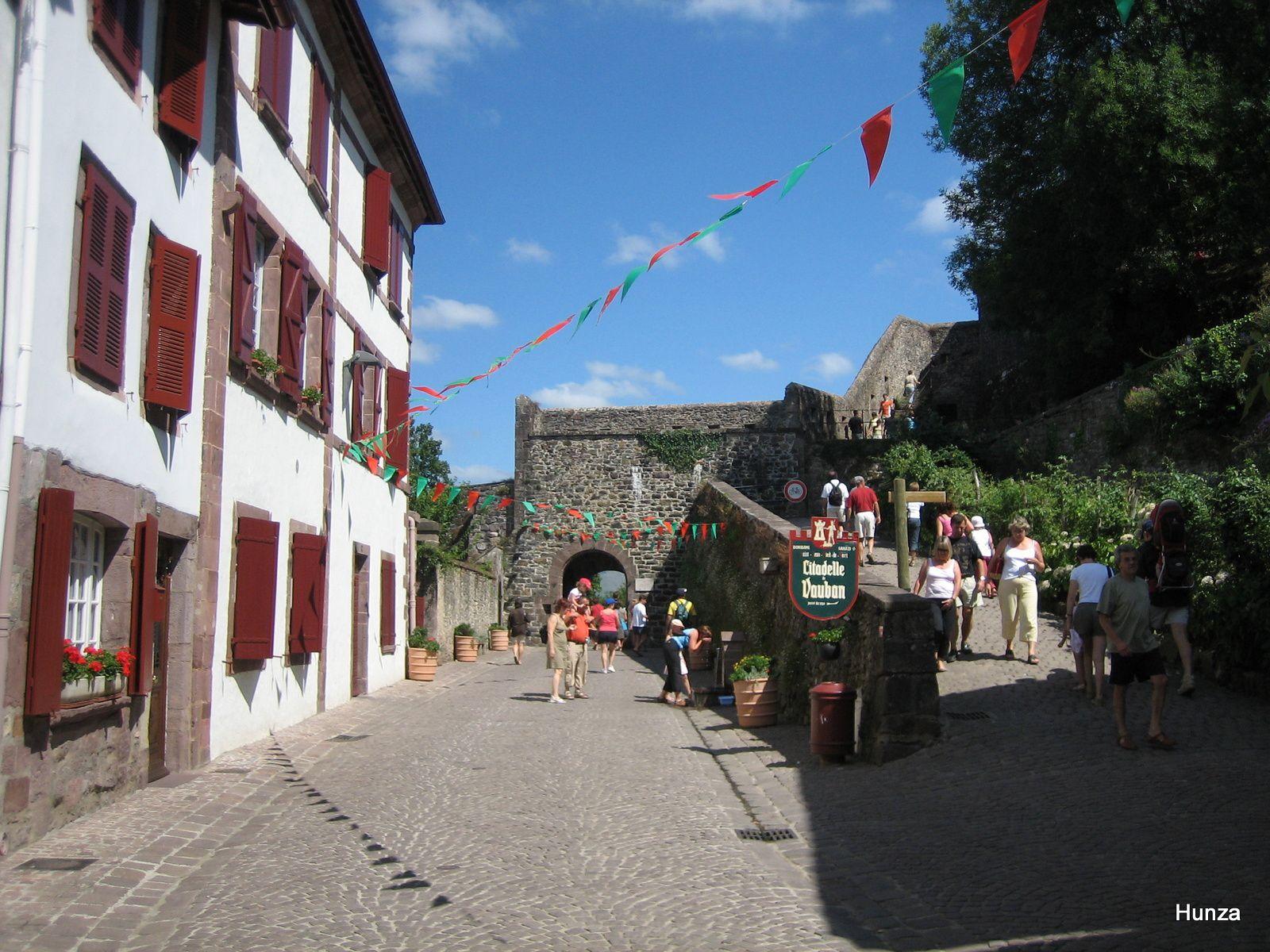 Rue de la Citadelle et Porte Saint-Jacques