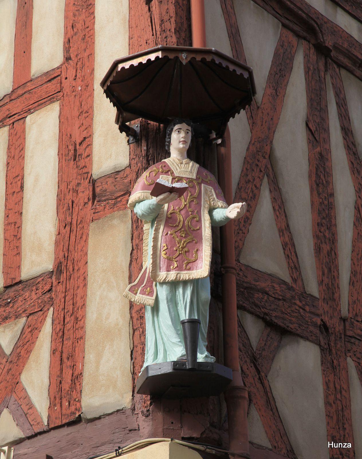 Châlon sur Saône, statue de Saint-Vincent place Saint-Vincent