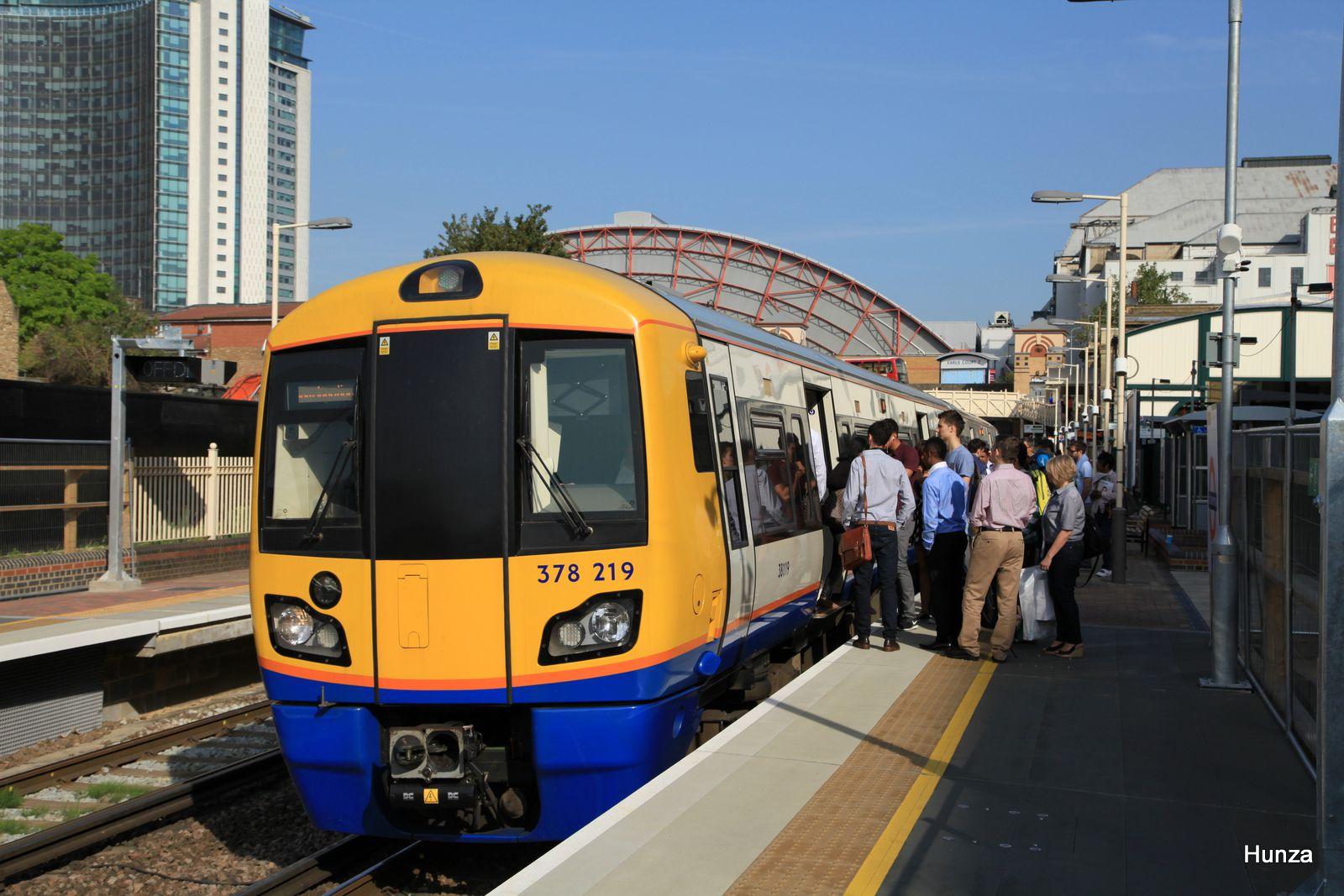 Class 378 n°378 219 à West Brompton station, London Overground (31 juillet 2014)