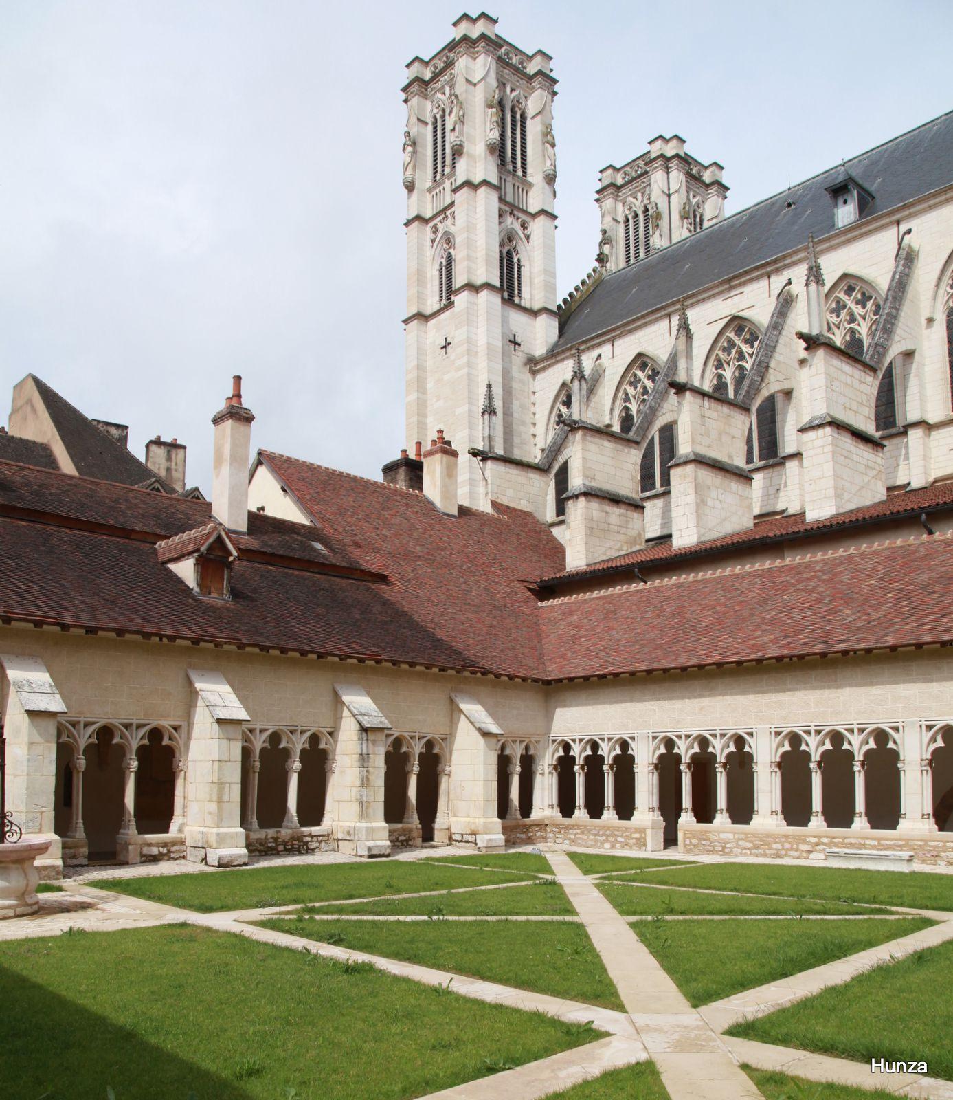 Châlon sur Saône, cloître de la cathédrale  Saint-Vincent