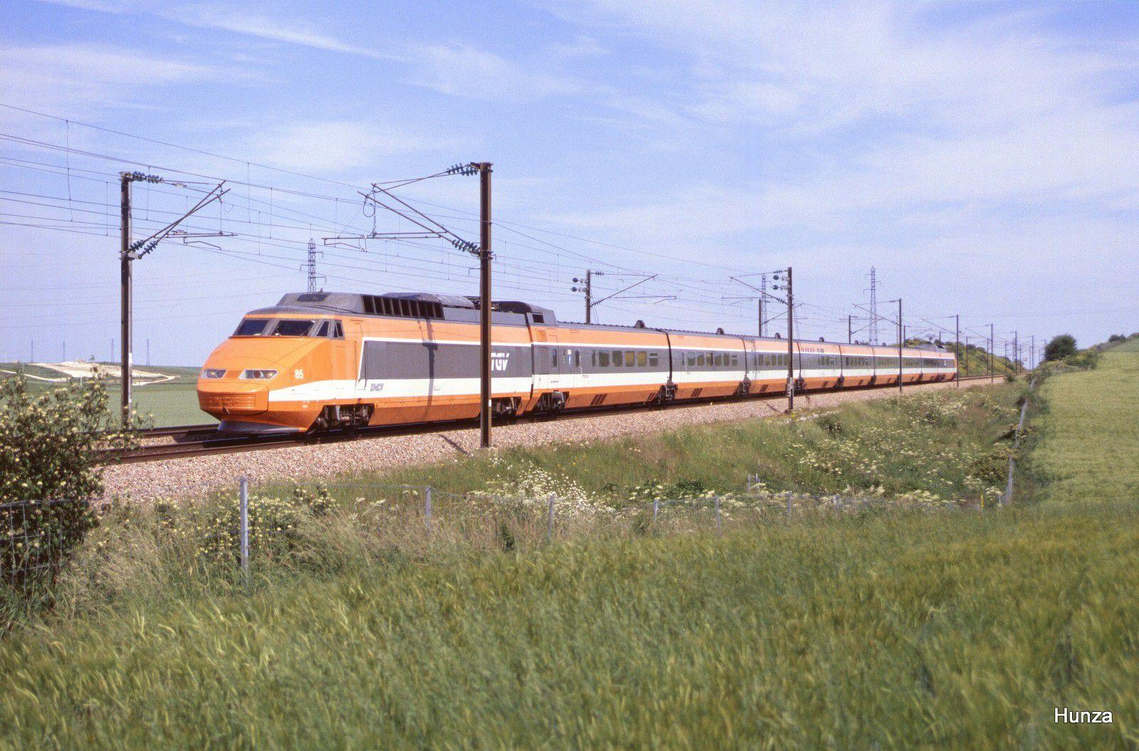 Photo des 1ers TGV sud-est (29 mai 1999)