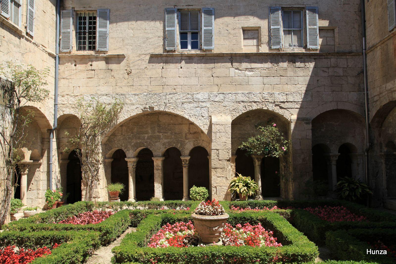 Le cloître de Saint-Paul de Mausole