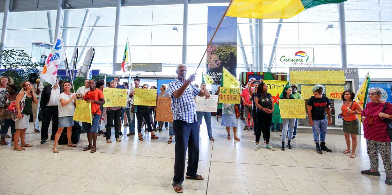 Marine Le Pen chahutée en Guyane : viol du droit fondamental à la liberté de circulation des personnes et des idées