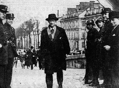 1 ) Macron et El Khomery les auteurs de la loi travail ! 2 ) A Alger la tombe de Roger Hanin. 3 ) Ferdinand Lop.