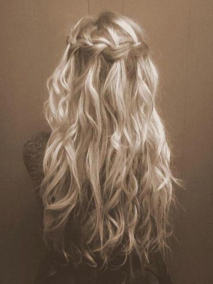 Blonde, mais honnête.