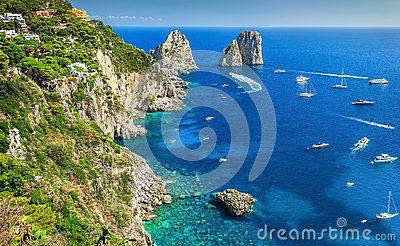 5 ) La mer tyrrénienne. 6 ) Le Stromboli : une beauté dangereuse. 7 ) La géographie, déjà, dispose l'Italie au football de haut niveau.