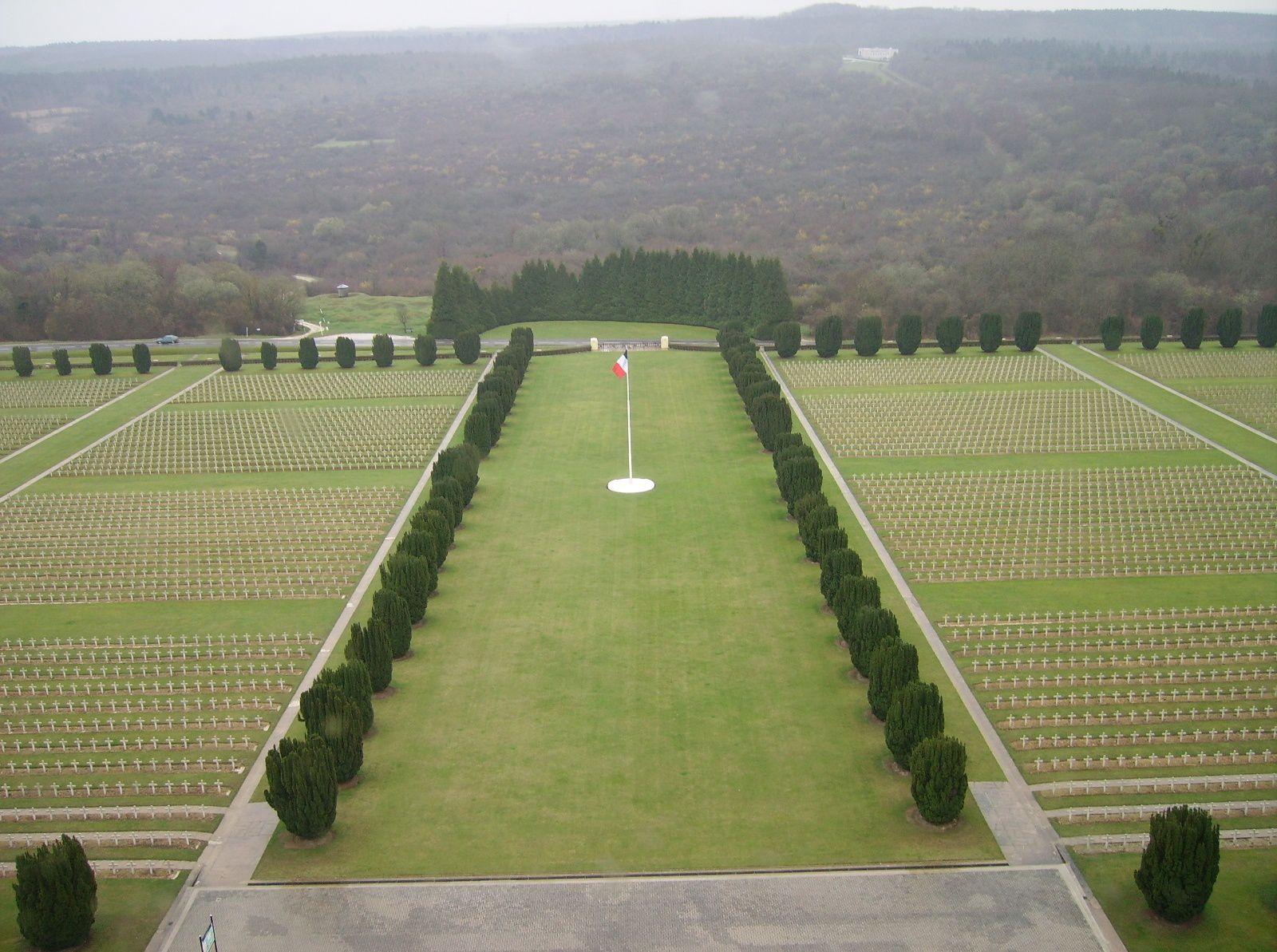 3ème photo : A Verdun. Après la bataille, il y eut la victoire !