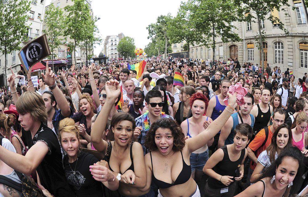 1 ) Orginet/ Porcinet, comme on dit dans le Meilleur des mondes d'Huxley. 2  ) A Paris, hier. 3 ) GayPride à Mexico