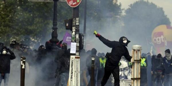 """Syndrome du 1er mai : ce mal français dont la fièvre """"Black Blocs + Gilets Jaunes"""" est le symptôme."""