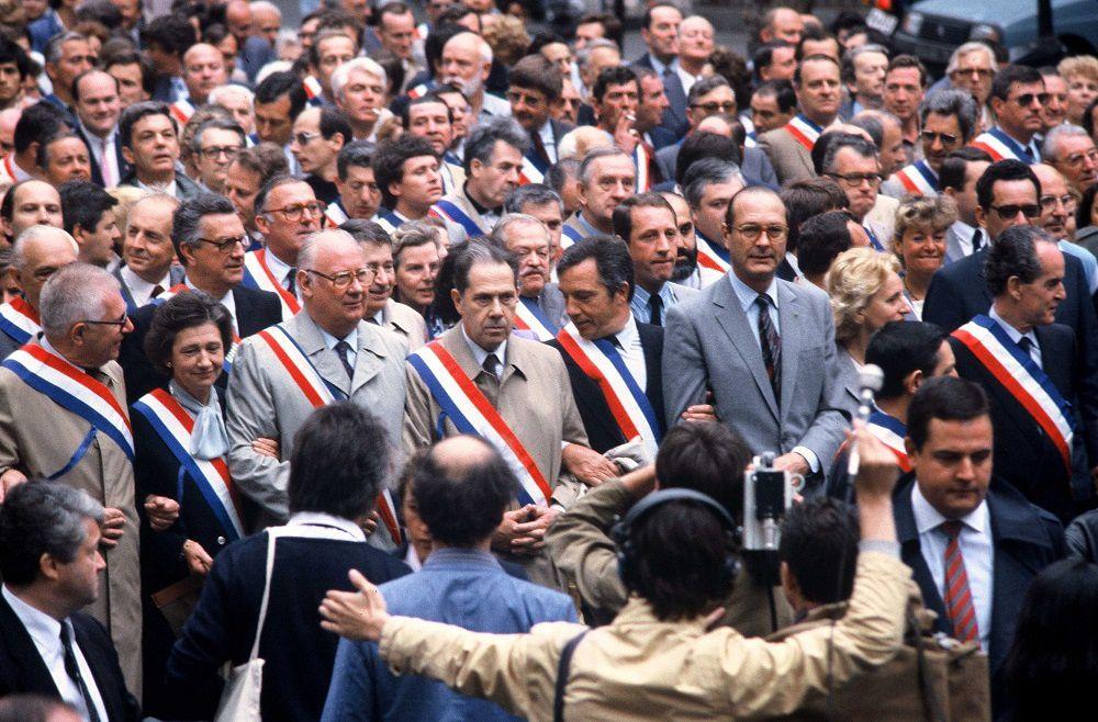 La deuxième photo fut réalisée à l'occsasion de grande manifstation des libres Français qui refusaient l'accepter l'assassinat de l'école libre par le gouvernement Maurois.