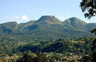 La richesse de la Guadeloupe et surtout de la Martinique (le PIB) va baisser dans la décennie à venir : c'est quoi le problème ? , par Jean-Marie NOL