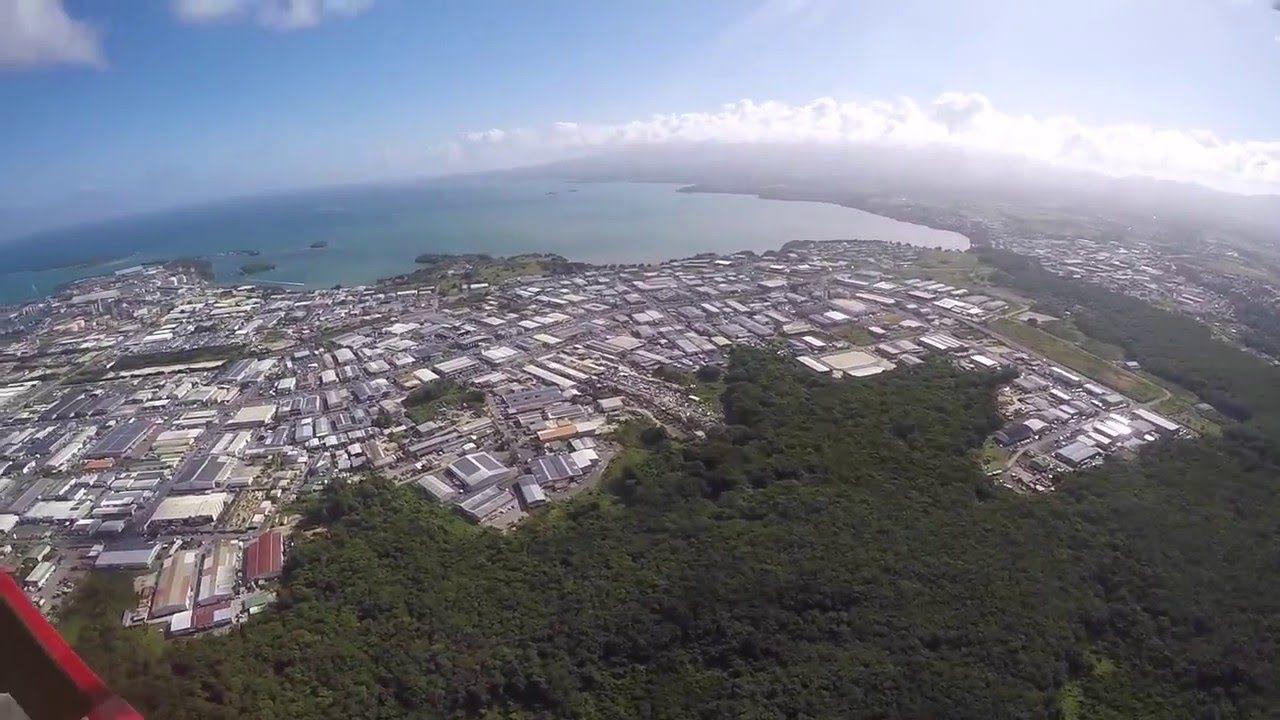 1 et 2 : La zone industrielle et commerciale de Jarry, en Guadeloupe.