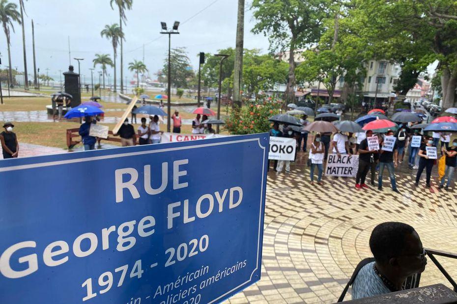 1) Sur la Place de la Victoire. 2) luc, leader Maximo de la haine en Guadeloupe. 3 ) Célèbre affiche, photographiée par Guadeloupe 2000.