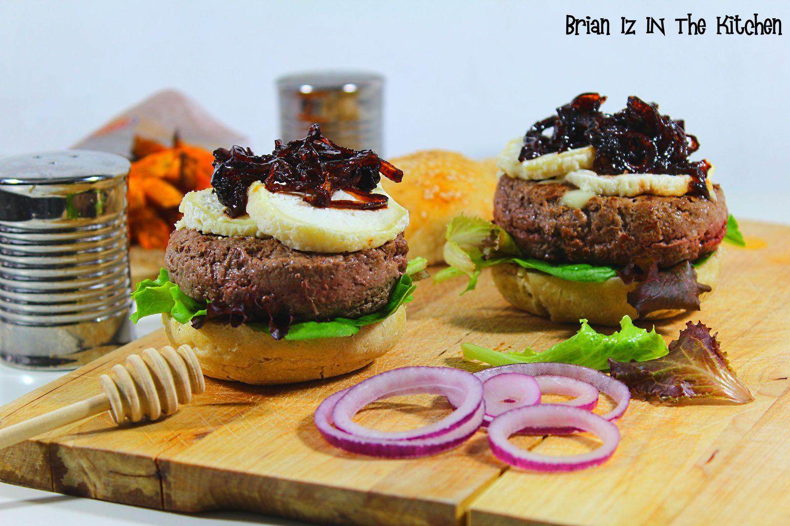 Burger Confit d'Oignons au Miel, Crottin de Chèvre Chaud & Frites de Patate Douce