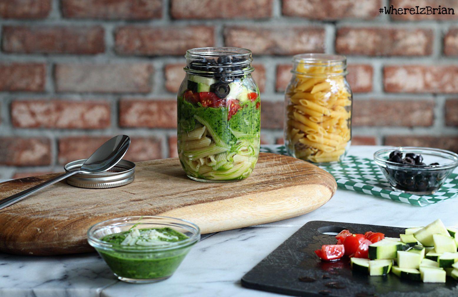 Salade de Pâtes Pesto d'Epinards, Courgettes, Tomates & Co {Salad Jar}