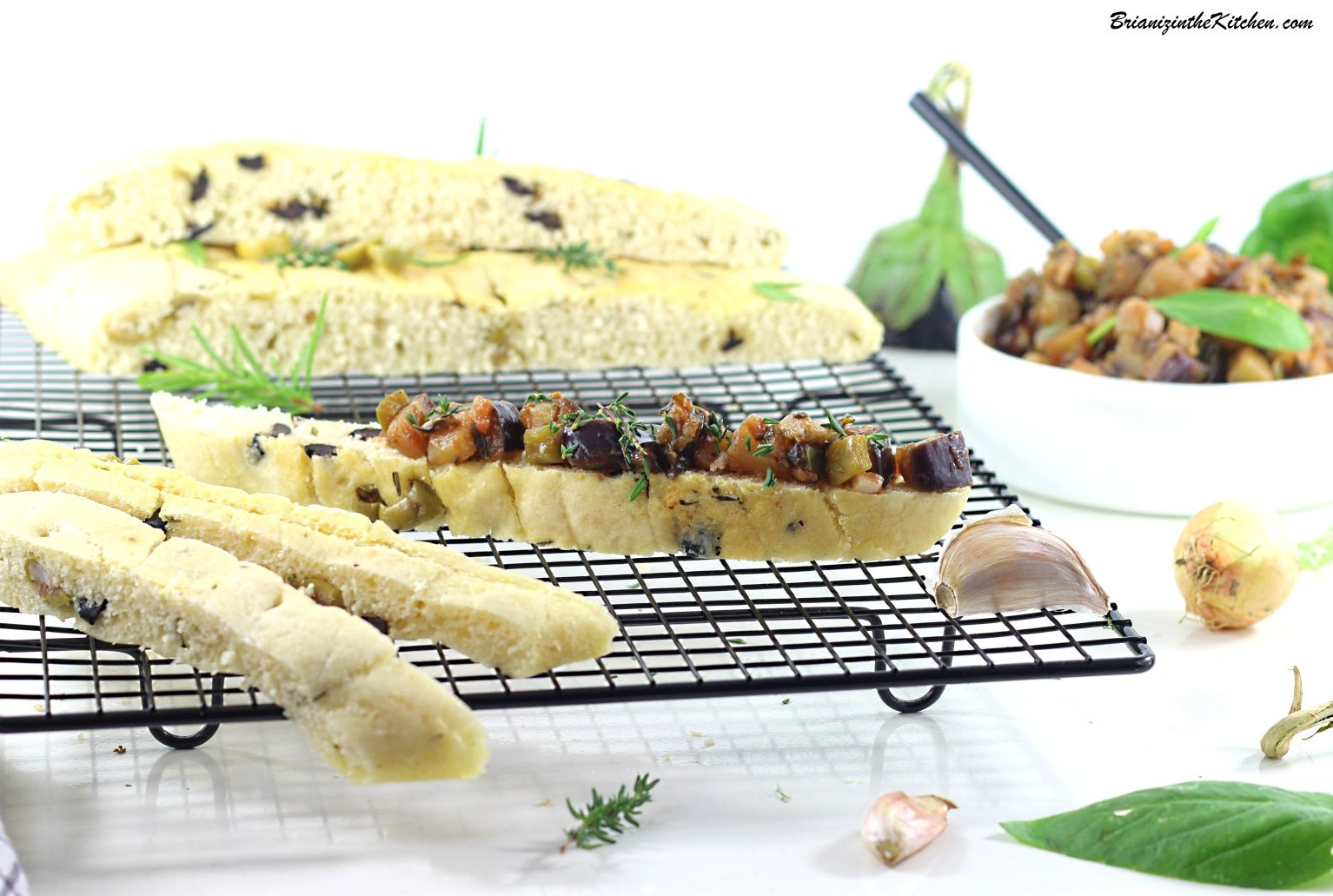 Focaccia Olives, Parmesan, Thym et Romarin {Et... Compotée d'Aubergines}