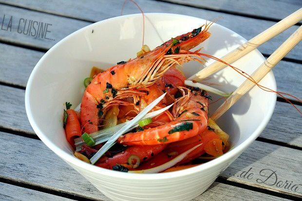 Crevettes grillées à l'ail et wok de légumes