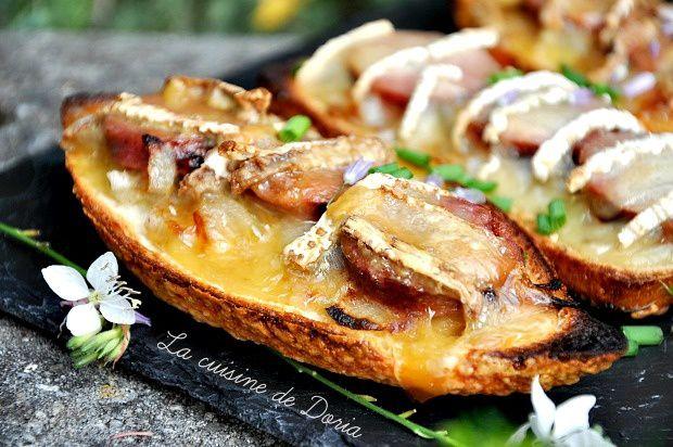 Tartines de saucisse au couteau et Brie de Meaux
