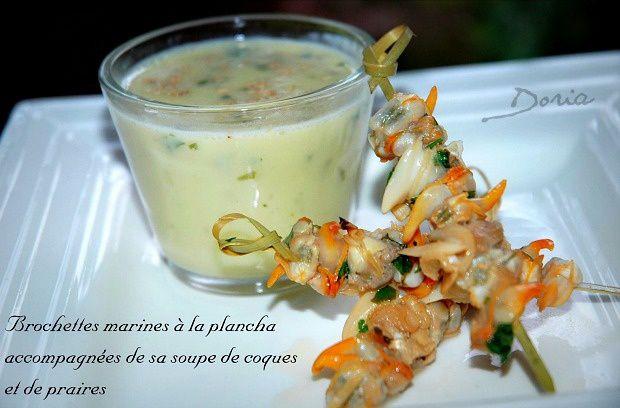 Brochettes marines à la plancha et sa soupe de coques et de praires