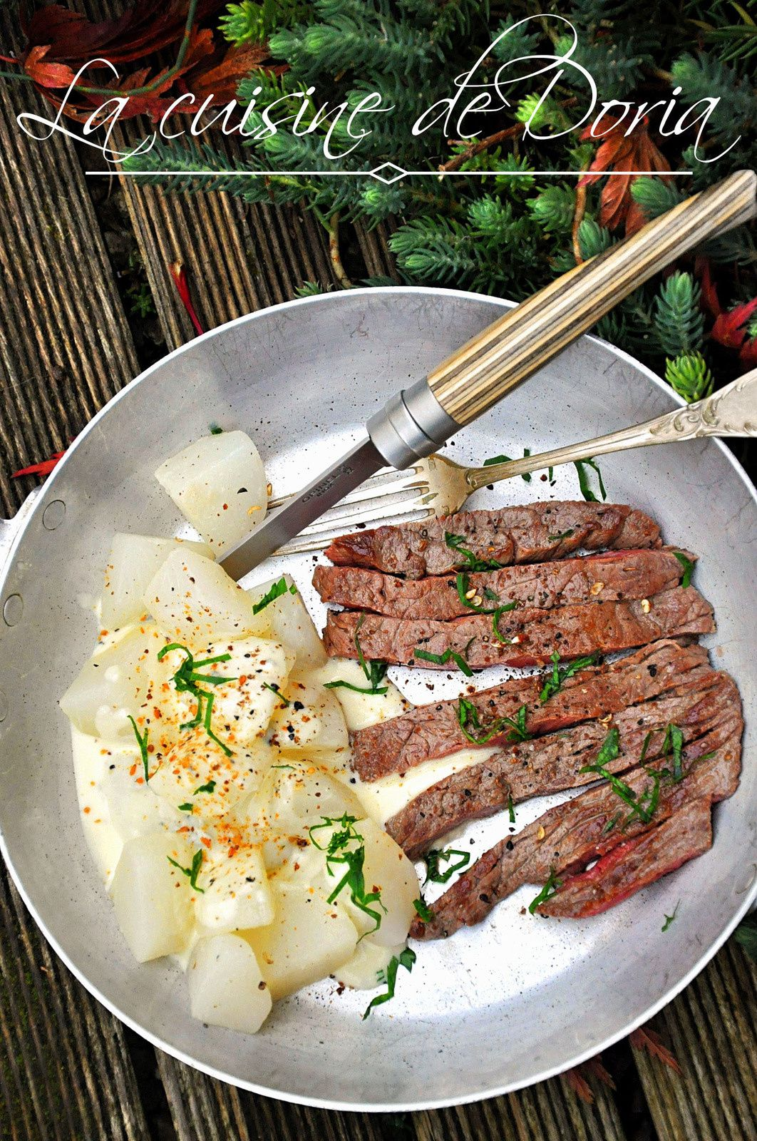 Steak, navets glacés et sauce gorgonzola
