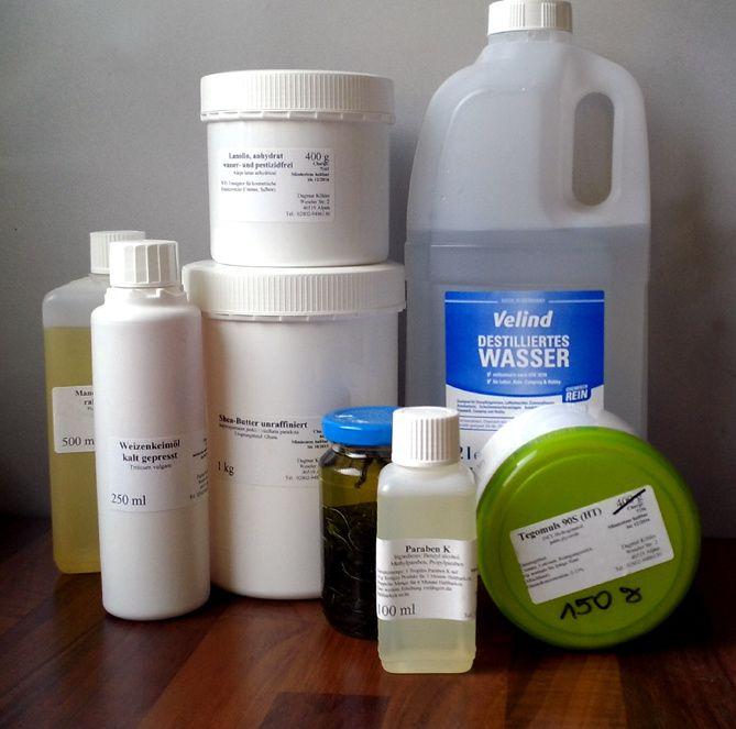 Die Zutaten sind im Internet erhältlich, oder auch im Bio-Supermarkt oder Asia-Shop. Hier lohnt es sich, Preise zu vergleichen . Eigene Ölauszüge wie der Verbene-Auszug sind aber auch mal einen Test wert. Der Garten hat für Hautpflege allerlei zu bieten.