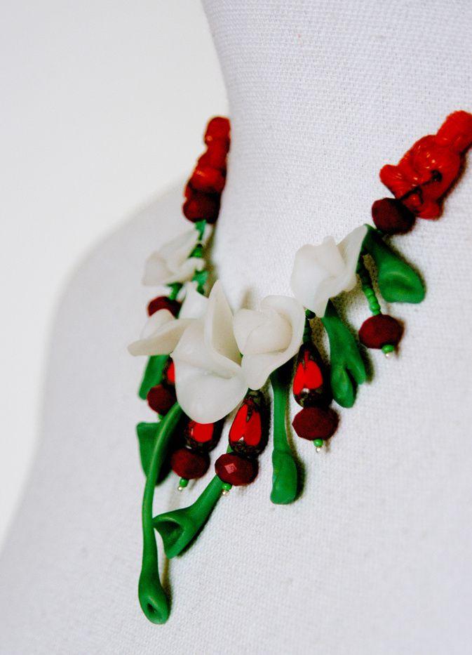 Fimo-Perlen geben diesem außergewöhnlichen Collier die interessante Formensprache.