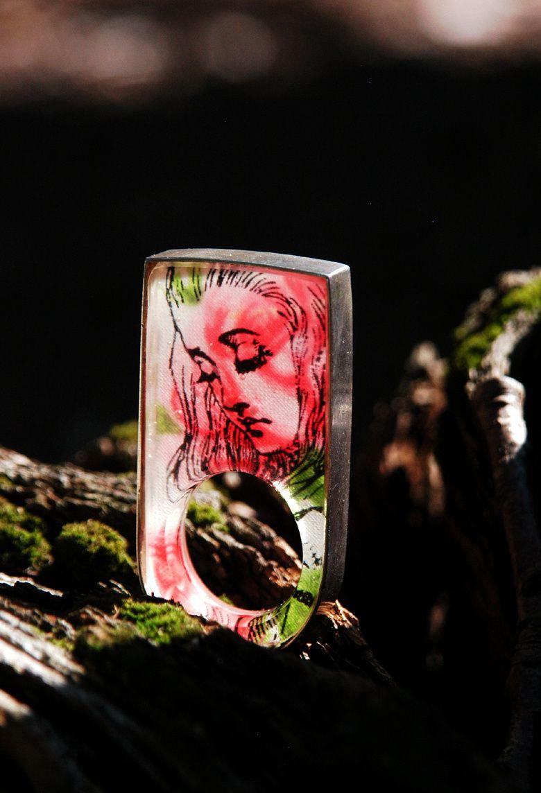Stoff und Ausdruck auf Transparentpapier - eine gelungene Kombination für die Einbettung im Harz.