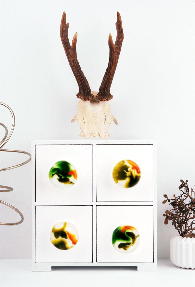 Easy-DIY: Möbelknöpfe aus Kunstharz mit Muffin-Silikonform