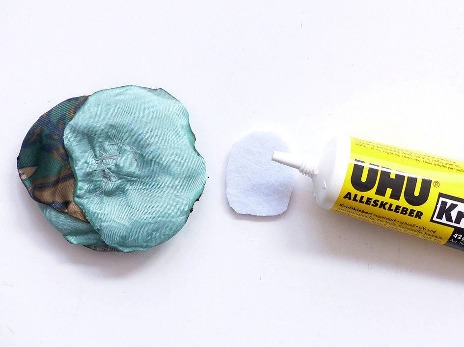 DIY Stoff-Upcycling Blütenbroschen