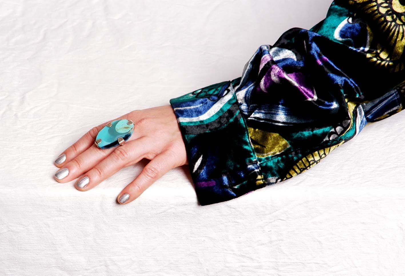 Geschmückte Hände - mit Resin Ringen