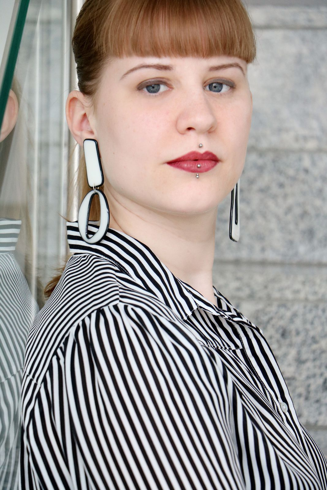 Ohrringe im 80-er-Jahre-Look aus Kunstharz von Edna Mo, erhältlich über Etsy.