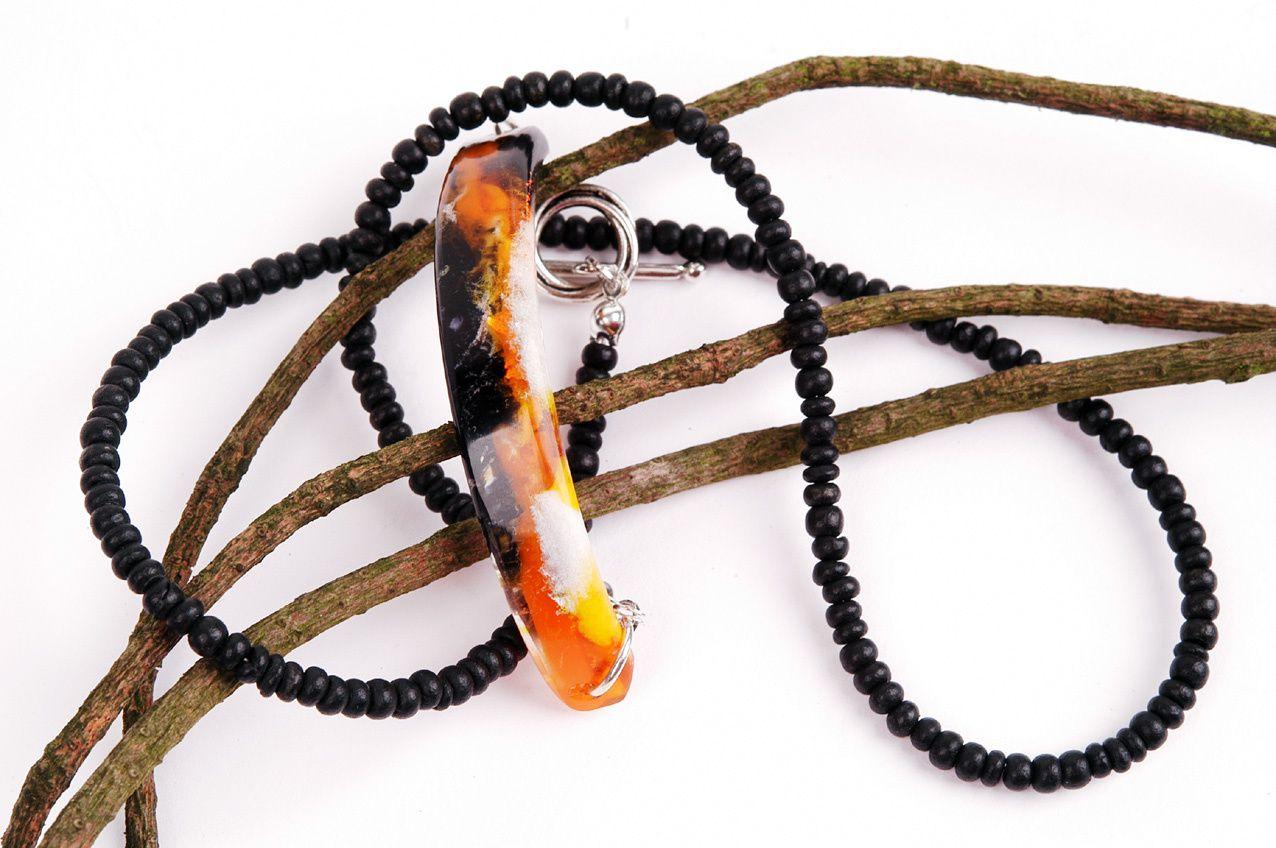 Armband mit Kokosperlen und marmoriertem Schmuckstein aus Kunstharz von Edna Mo.