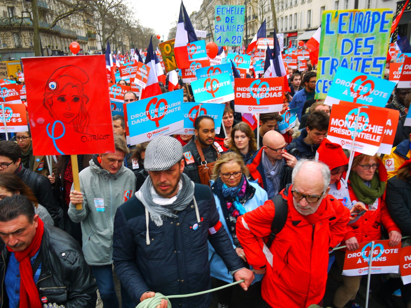 Photos au coeur de la marche pour la 6e République
