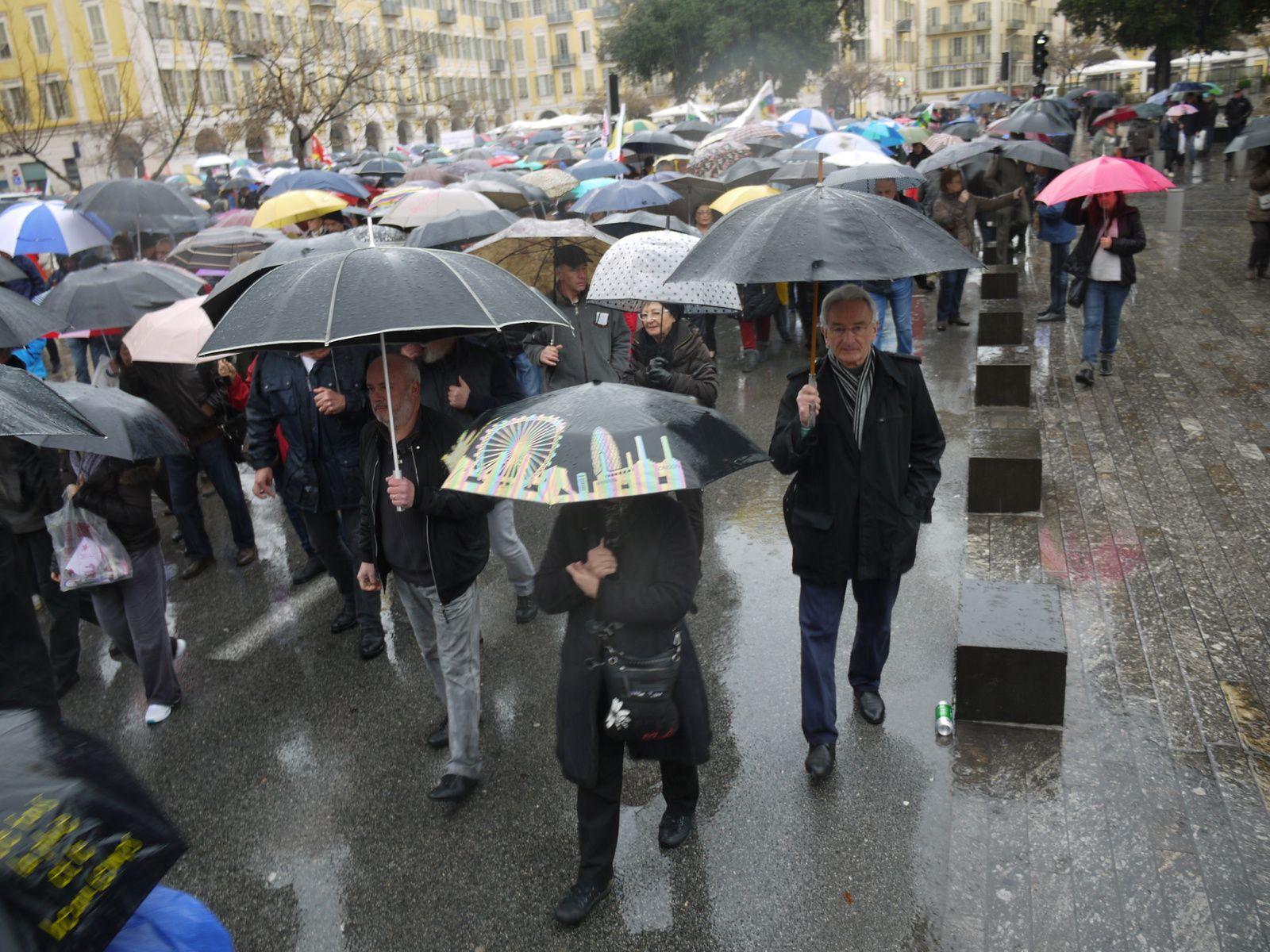 Manifestation, sous la pluie, des retraité-e-s et des salarié-e-s des EHPAD à Nice