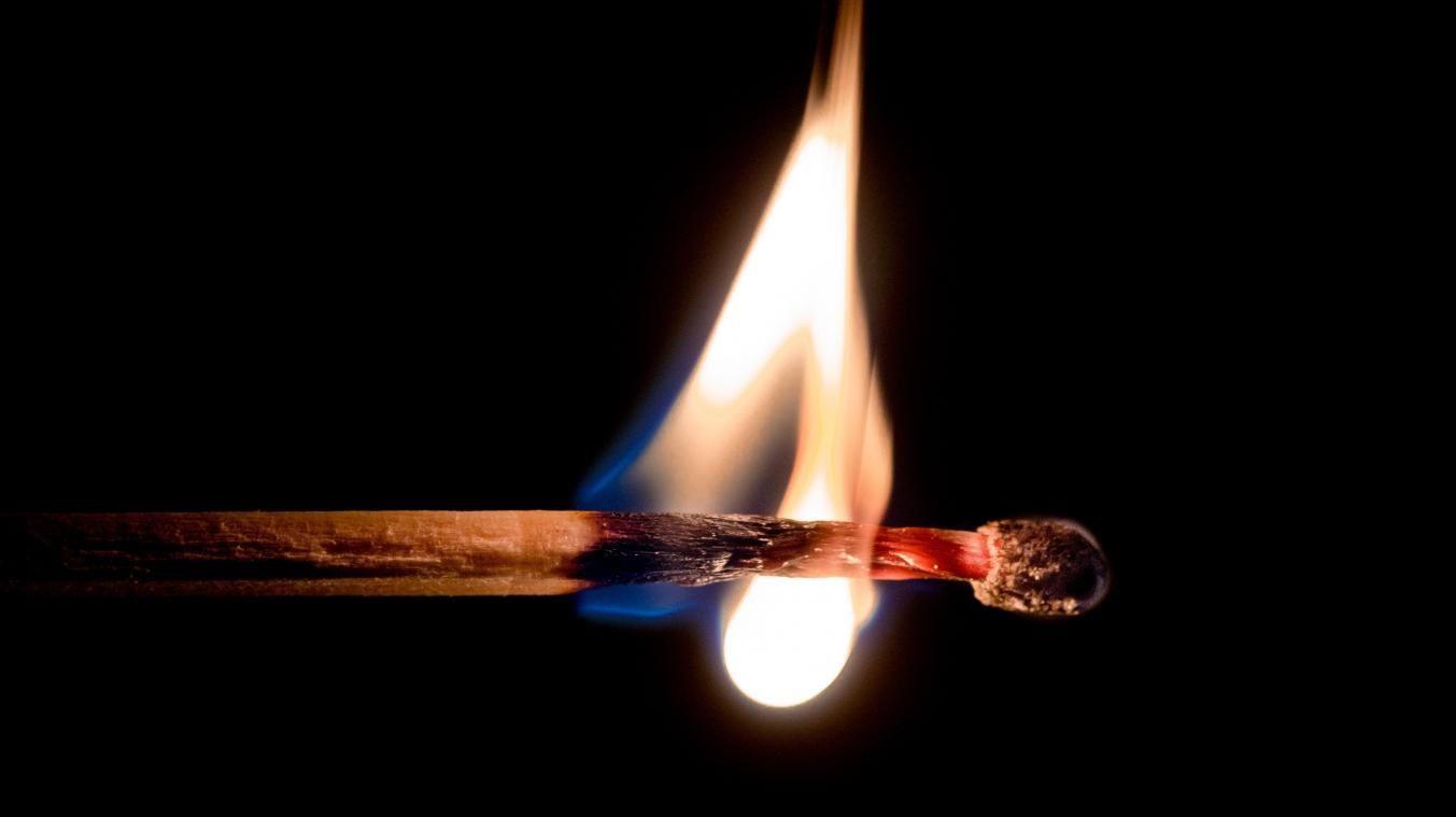 La droite joue avec le feu!