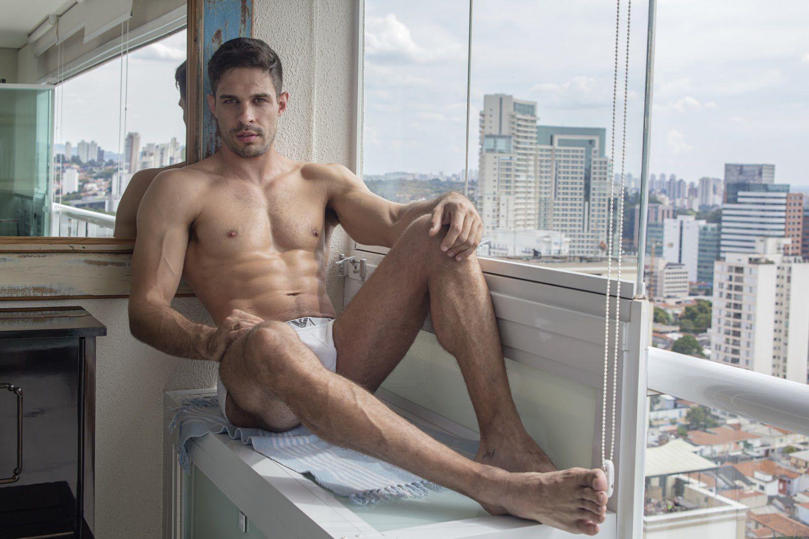 Julian Gil par Sam Devries