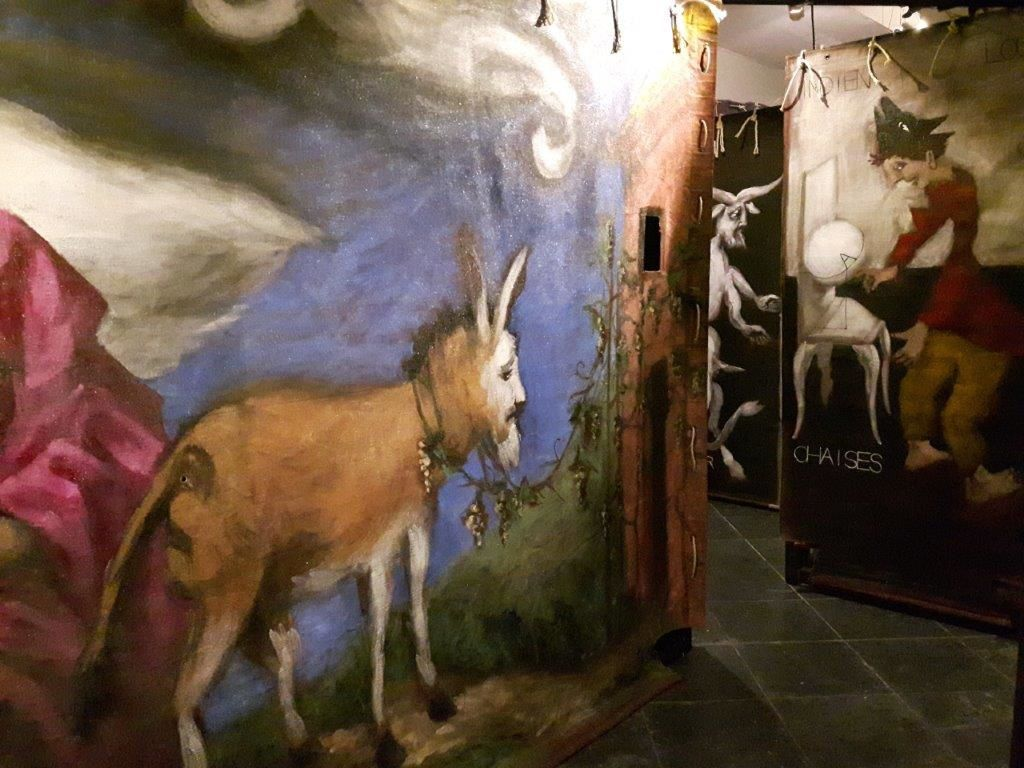 "Labyrinthe, installation, 36 toiles recto-verso issues de ""L'Ellipse"", 2001."