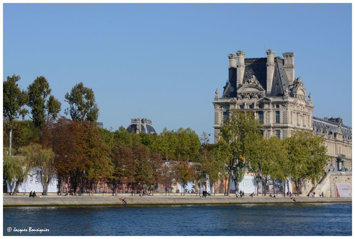 Photos réalisées le 1er Octobre 2015 depuis l'autre rive, à hauteur à peu près du musée d'Orsay.