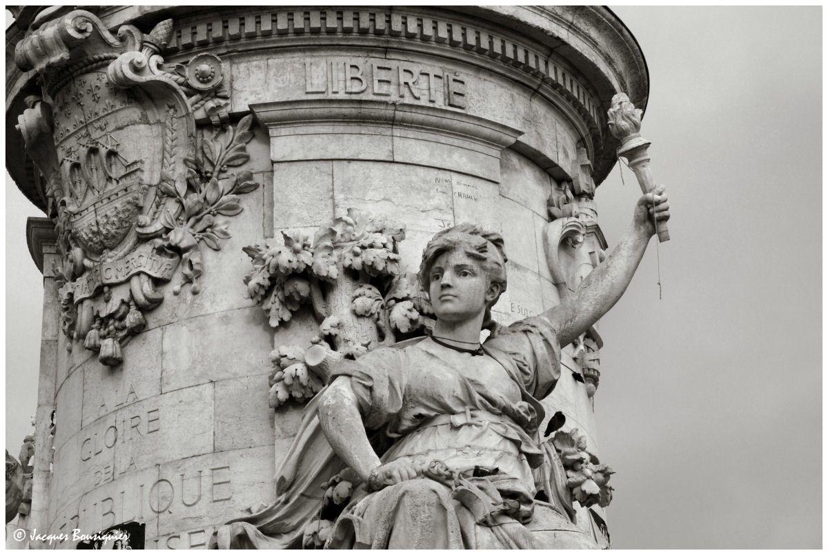 Photo réalisée à Paris Place de la République le 16 Novembre 2015