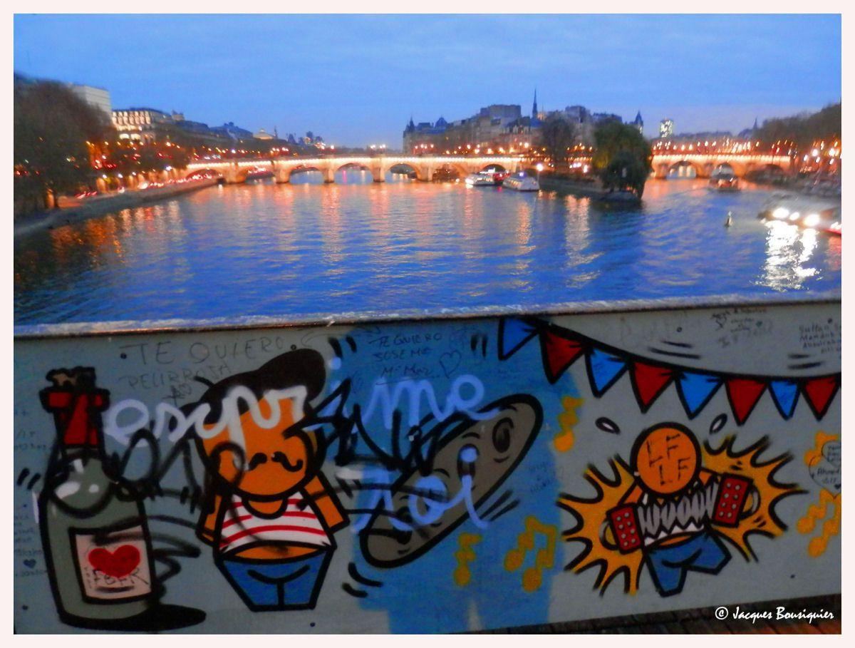 Paris à la tombée de la nuit...