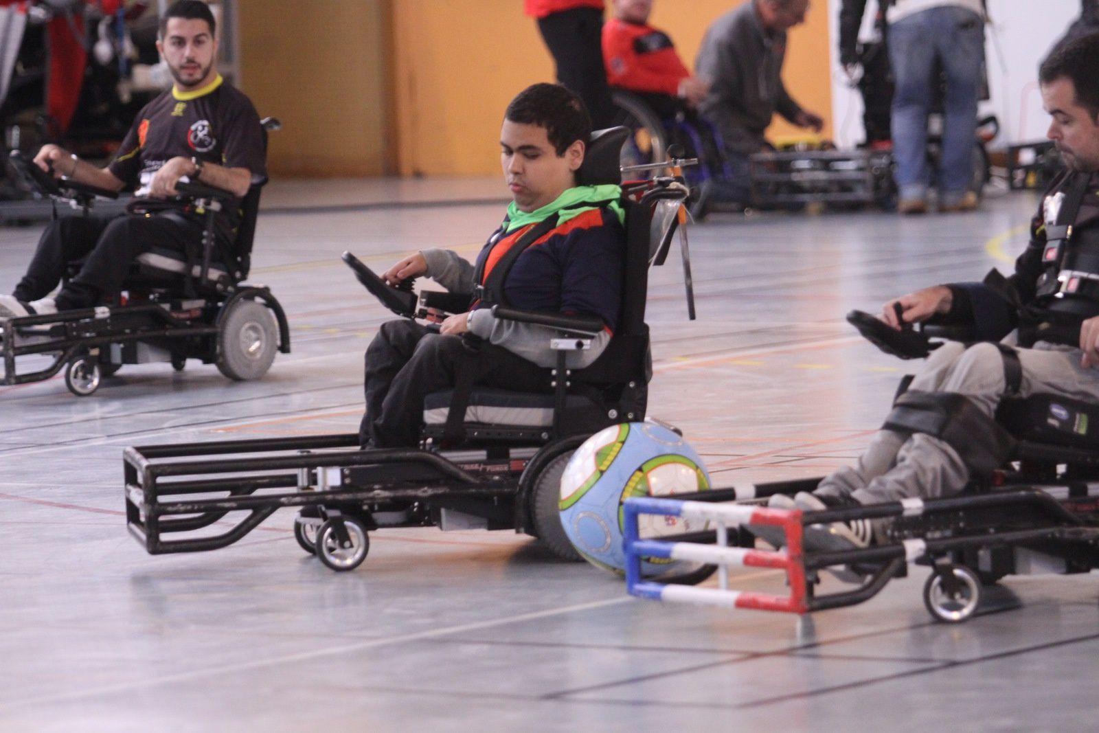 Amine Souabni en pleine action lors d'une rencontre de Division 1 au gymnase Elsa Triolet