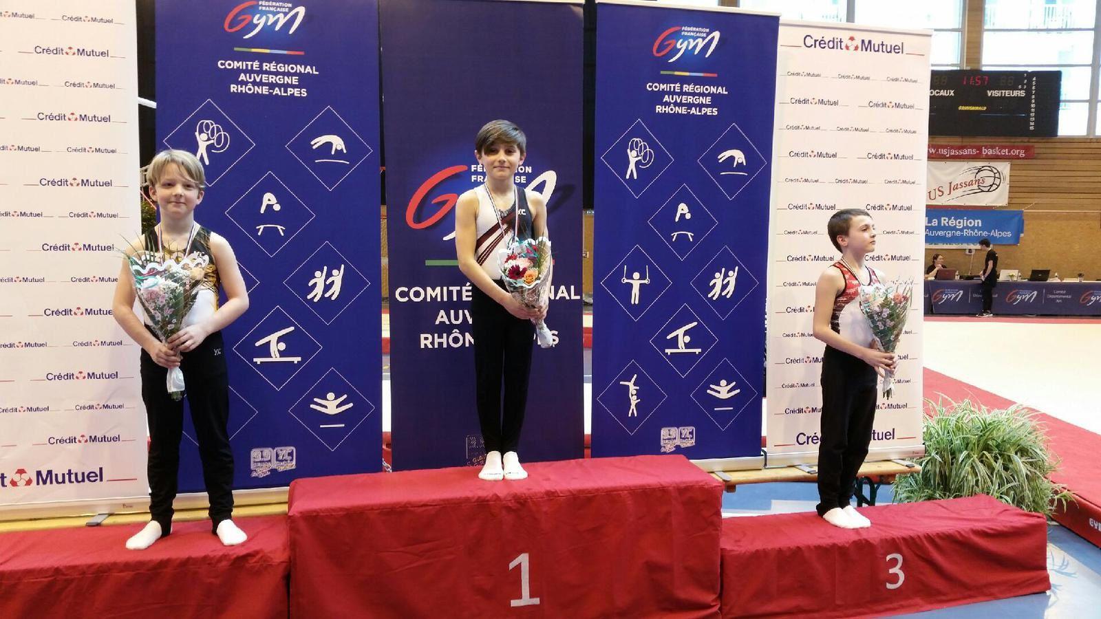 Virgil Bertet et Anatole De Sousa sur la plus haute marche  lors des championnats régionaux de gymnastique artistique - Photos : © CMOV Gym