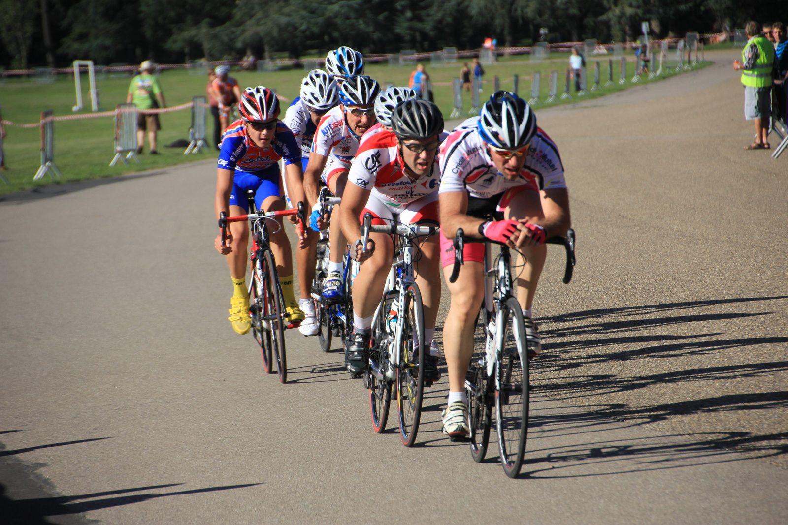 La participation au Grand prix cycliste de la ville fluctue en fonction du temps