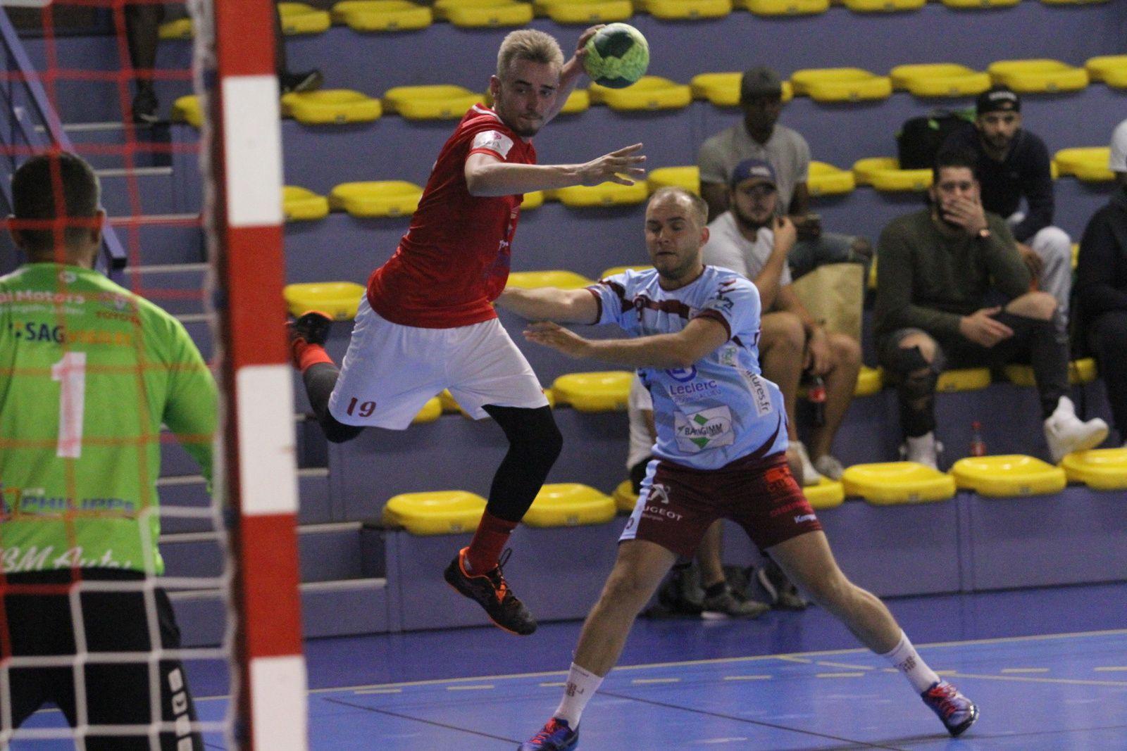 La jeune équipe vénissian a été accrochéepar les expérimtes promus berjalliens - Photos : © Sports Vénissians