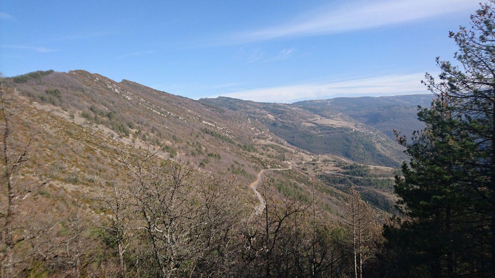 Descente du col de Pennes, vers Aucelon