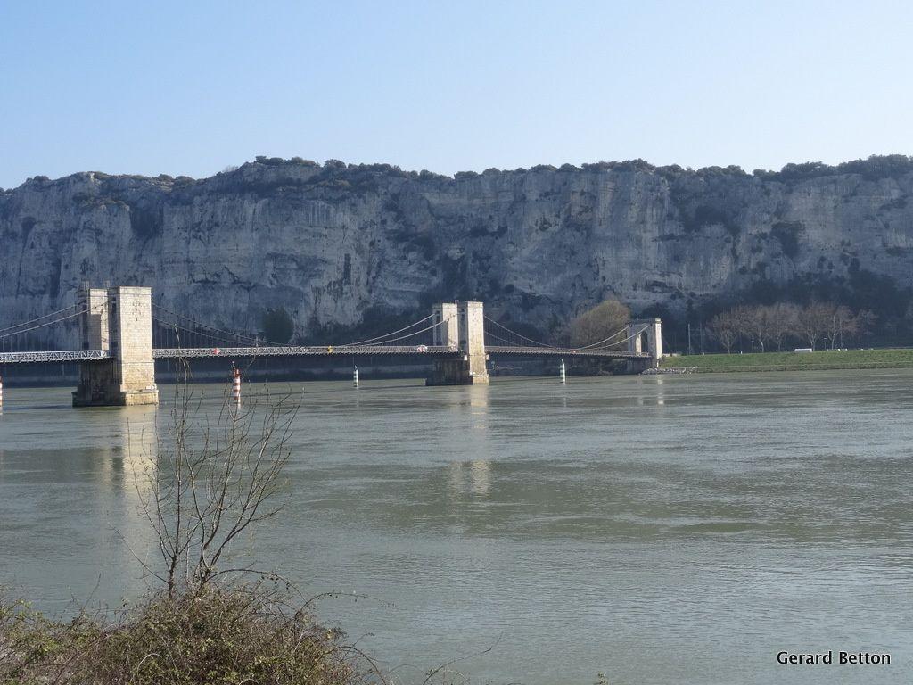 Pont-Saint-Esprit, pointe sud de mon périple de 203 km.